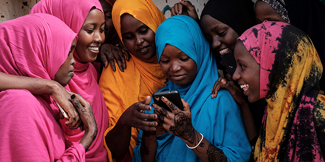 Basic mobile phones more common than smartphones in sub-Saharan Africa