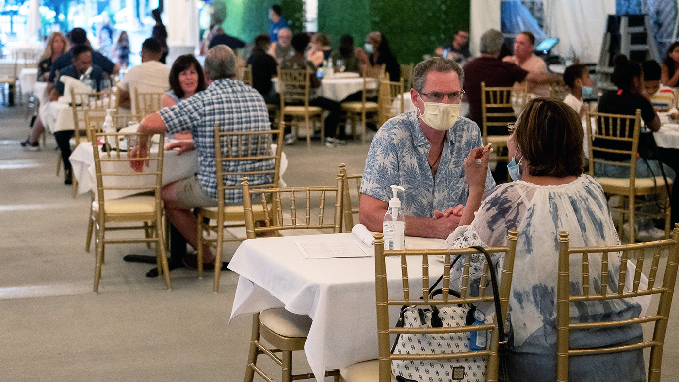 Customers wear protective face masks while dining at a restaurant in Elmont, New York, on Aug. 5. (Mike Pont/Getty Images)