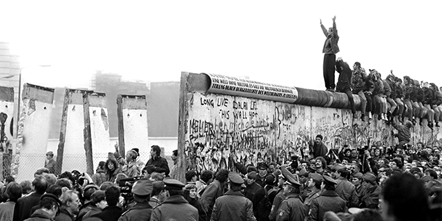 Berlin wall term paper