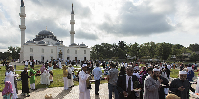 Thousands of Muslims gather at the Diyanet Center of America mosque in Lanham, Maryland, to observe Eid al-Fitr during the holy month of Ramadan in 2015. (Samuel Corum/Anadolu Agency/Getty Images)