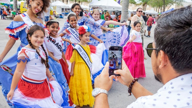 Miami, Junta Hispania Hispanic Festival, beauty pageant contestants
